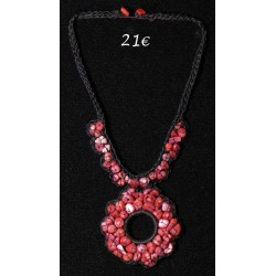 COLLIER MEDAILLON PERLES ROSES